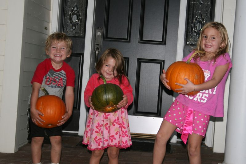 Kids pumpkins_3876