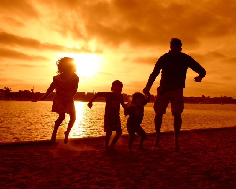 Dad and kids_5993